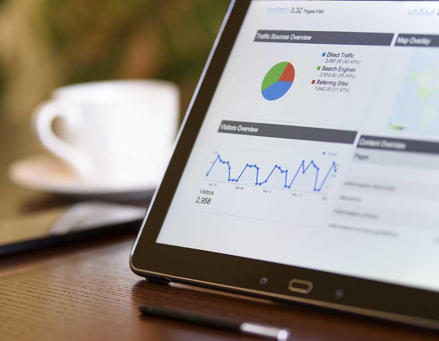 تحليل السوق ودراسة سبل النمو.